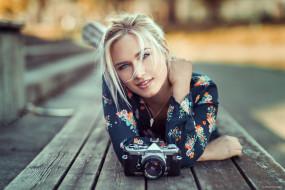 девушки, eva mikulski, улыбка, доски, фотоаппарат, камера, блондинка, модель, ева, микульски