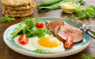 еда, Яичные блюда, ветчина, помидор, мясо, вилка, горчица, тарелка, яичница, зелень, томаты