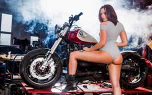 мотоциклы, мото с девушкой, девушка, взгляд, фон