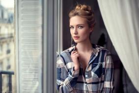 девушки, eva mikulski, блондинка, модель, ева, микульски, рубашка, шторы, окно