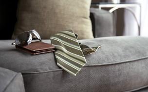 очки, галстук, портмоне