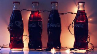 гирлянда, кола, бутылки
