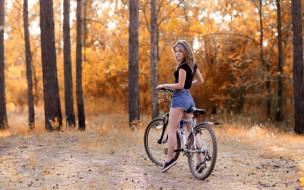 отдых, лес, велосипед, осень, настроение, девушка, шорты, футболка, прическа, фигура, кеды, шатенка, парк, деревья, прогулка