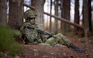 солдат, лицо, передышка, каска, оружие, привал, лес, очки