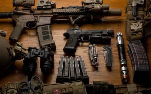 фонарик, пистолет, бинокль, нож, арсенал, штурмовая винтовка, амуниция