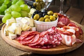 маслины, колбаса, ветчина, сыр, виноград, оливки