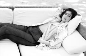 девушки, barbara palvin, модель, подушки, брюки, рубашка, диван, черно-белая