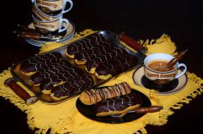 эклеры, пирожные, кофе