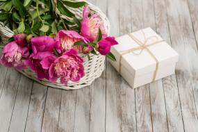 подарок, бутоны, цветы, пионы