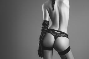 девушки, -unsort , Черно-белые обои, чулки, монохром, перчатка, попка, попа, спина, трусики, рука, фигура, чёрно-белая, фон