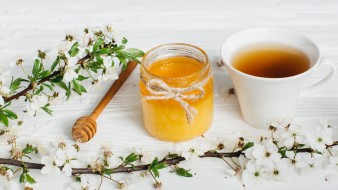 ветка, чай, мед