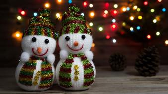 Новый год, боке, 2018, снеговики, шишки, гирлянда, зима