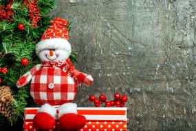 елка, ягоды, снеговик