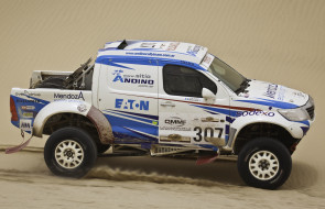 Toyota Hilux Rally Car 2012 обои для рабочего стола 2048x1320 toyota hilux rally car 2012, спорт, авторалли, 2012, car, toyota, hilux, rally