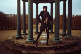 брюнетки, black coat, model, колонны, пальто, fashion, women, девушка