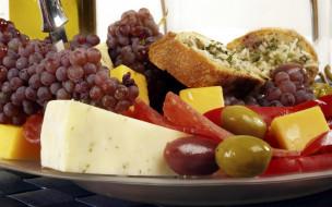 сыр, колбаса, бутерброд, виноград, оливки