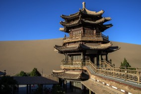Buddhist Temple, Dunhuang, Gansu, China обои для рабочего стола 2048x1373 buddhist temple,  dunhuang,  gansu,  china, города, - буддийские и другие храмы, простор