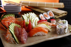 обои для рабочего стола 1920x1280 еда, рыба,  морепродукты,  суши,  роллы, ассорти, кухня, суши, роллы, японская