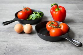 перец, шпинат, яйца, помидоры