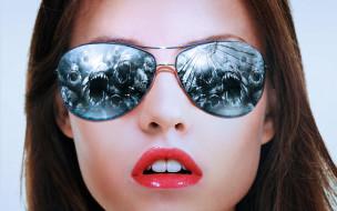 монстры, Daniela Panabeyker, модель, очки, лицо
