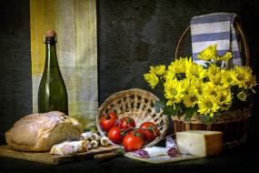 колбаса, сыр, хлеб, вино, хризантемы