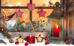 праздничные, новогодние свечи, окно, игрушки, звезды, шишки, фонарь, свечи, ёлка, фигурки