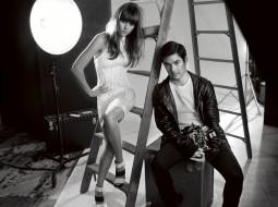 лестница, свет, платье, фотограф, камера, Jessica Alba, чемодан, актриса, ящик, черно-белая