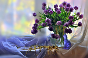 цветы, тюльпаны, бусы, лиловый, бутоны, статуэтка, шелк
