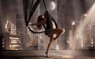 танец, небоскребы, девушка, дома, колонки, ткань, город, окно, огни