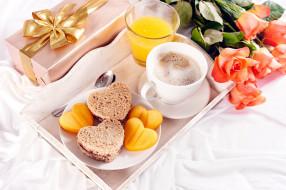 кофе, бутерброд, розы, сок, печенье