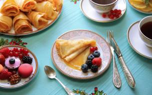 голубика, макаруны, ягоды, ежевика, смородина, чай, блины, малина
