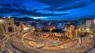 ночь, руины, огни, Испания, дома, Картахена, римский театр, облака