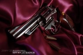 револьвер, фон