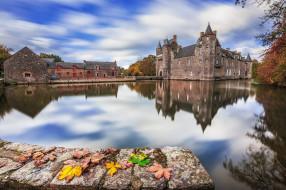города, - дворцы,  замки,  крепости, озеро