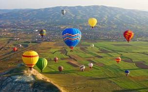 горы, долина, вид сверху, Goreme National Park, в небе, поля, Cappadocia, воздушные шары, солнце, Турция, аэростаты, панорама, дома
