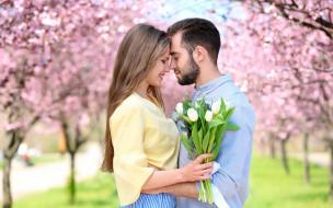 пара, цветы, весна, парк, тюльпаны, букет, влюблённые, боке, цветение, девушка, парень, деревья