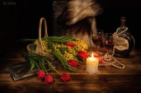 ожерелье, тюльпаны, мимоза, бокалы, 8 Марта, свеча