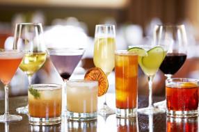 бокалы, коктейли, лед