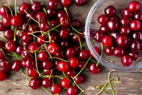 вишни, ягоды