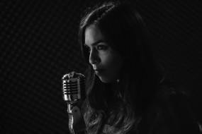 женщина, микрофон