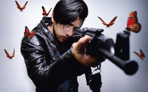 оружие, бабочки, человек