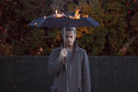 огонь, зонт, человек