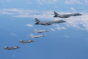 Rockwell B-1B Lancers, F-15s, F-35B, полет, небо