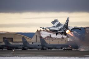 военный аэродром, general dynamics f16 fighting falcon, us air force, boeing kc135 stratotanker, аляска