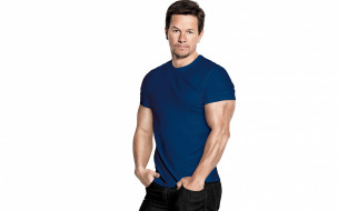 актер, Mark Wahlberg, джинсы, Марк Уолберг, поза, мышцы, футболка