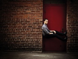 2016, Joseph Gordon-Levitt, CNET, актер, режиссер, Michael Muller, двери, фотосессия, кирпич, Джозеф Гордон-Левитт, стена, поза