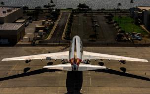 kalitta air, аэропорт, грузовая авиакомпания, пассажирский самолет, взлетно-посадочная полоса