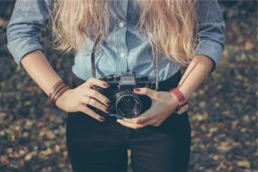 бренды, зенит, осень, камера, фотоаппарат, часы, блондинка, девушка, фотограф, руки, джинсы, рубашка
