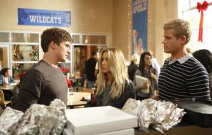 кино фильмы, 90210, тэдди, парни, beverly, hills, лиам, блондинка, столовая, разговор