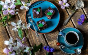 васильки, кофе, клематис, кружка, пирожное, цветы